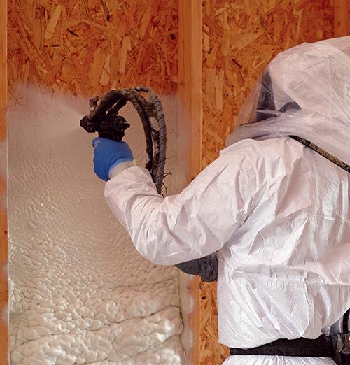 spraying icynene foam insulation